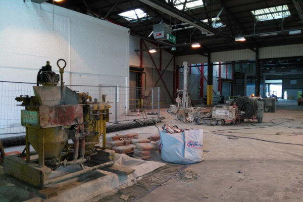 EUROAIRPORT-Micropieux dans un hall industriel
