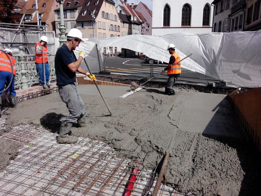 Construction et mise en place d'une passerelle métallique pour cycle et piétons